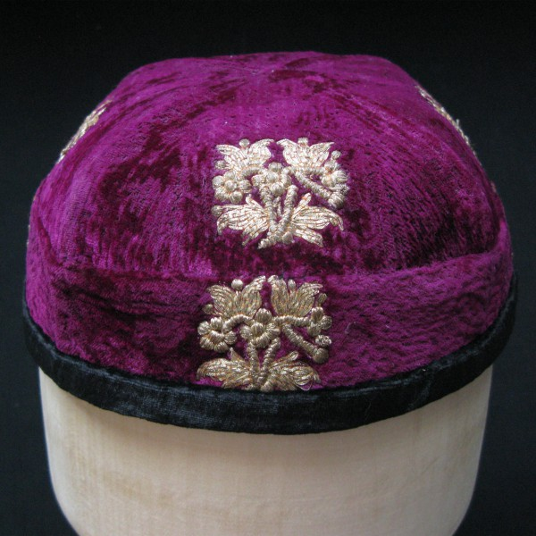 CHINA – Xinjiang – KASHGAR Uygur ethnic velvet metallic embroidered hat