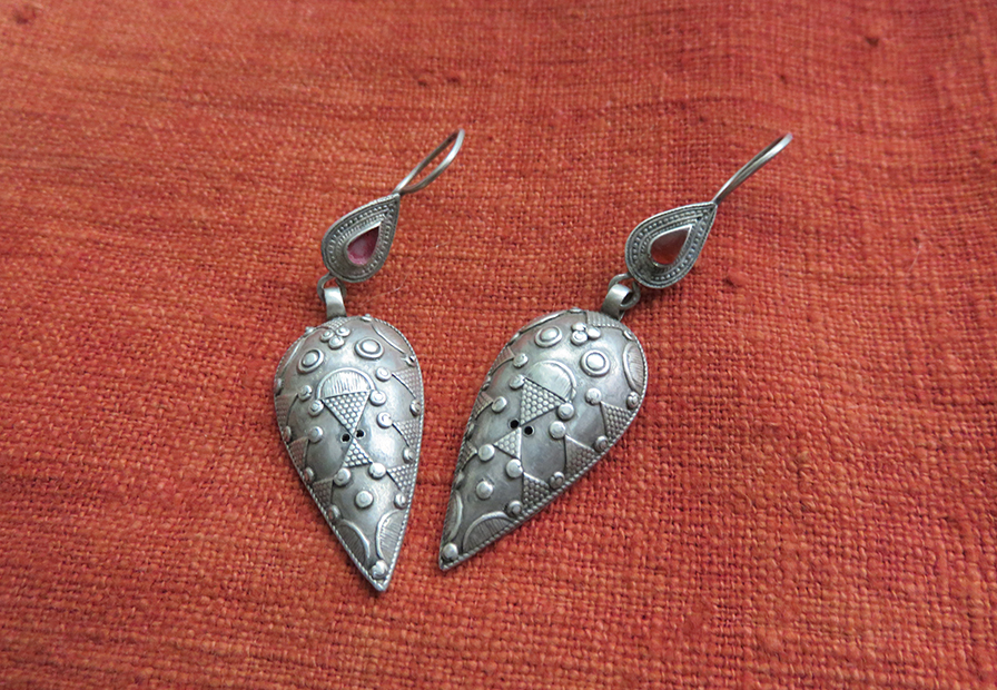 drop antique jewelry vintage earrings carved ethnic heart tips silver dangle