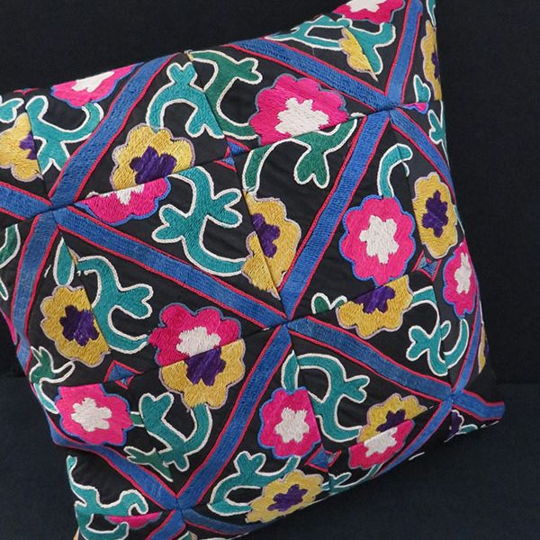 TAJIKISTAN – Badashkhan tribal silk embroidered pillow cover