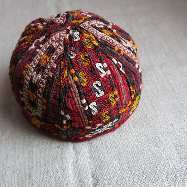 Turkmenistan - Tekke tribal silk embroidery hat
