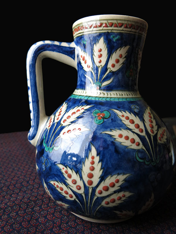 Anatolian KUTAHYA Iznik style glazed ceramic ewer from Turgut Tuna School