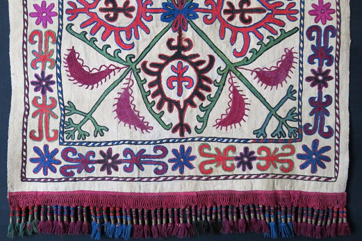 CENTRAL ASIA - KIRGIZSTAN – Tribal silk embroidery tent / yurt hanging