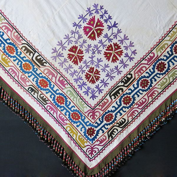 KIRGIZISTAN - Traditional silk embroidered ethnic costume shawl