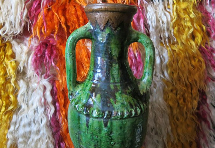 NORTH AFRICA - MOROCCO glazed ceramic liquid pitcher / container