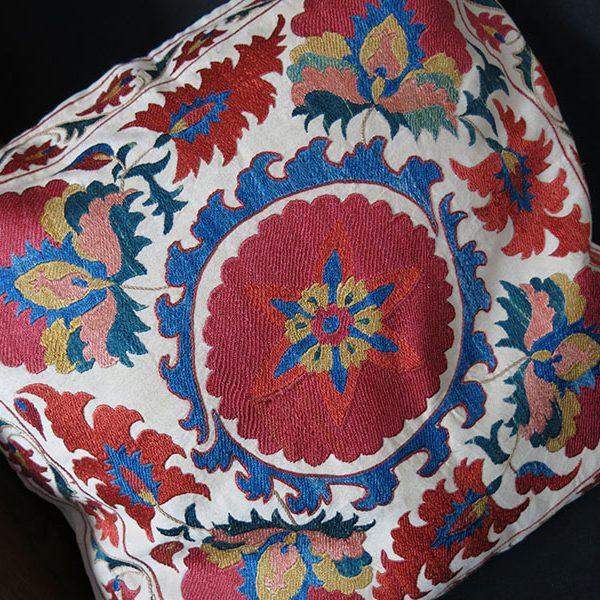 UZBEKISTAN - TASHKENT Handmade ethnic Suzani pillow cover