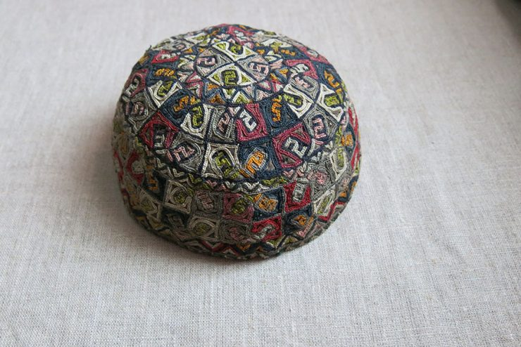 CENTRAL ASIA – TURKMENSAHRA Yomud tribal silk embroidery hat