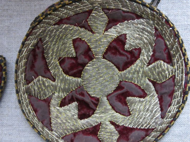 AZERBAIJAN - Mirror and comb bags DARARG GABY and Oina GABY glapytan gold embroidery