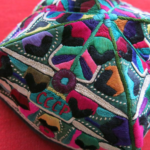 UZBEKISTAN – TASHKENT Silk embroidery ethnic folding square hat