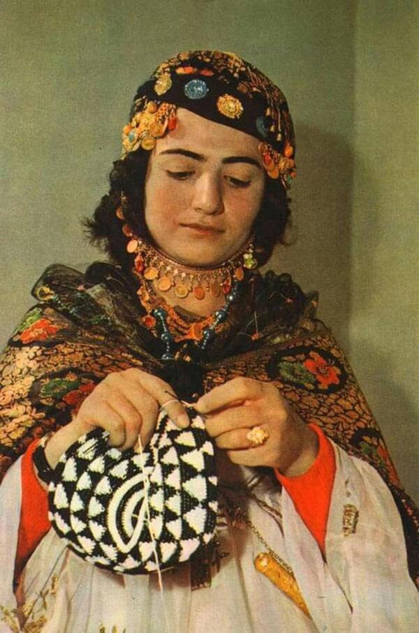 Kurdish woman knitting