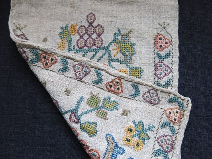 GREECE - ANTIQUE POUCH with SILK EMBROIDERY on LINEN