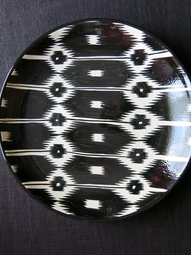 UZBEKISTAN – TASHKENT Ikat inspired-design ceramic plate