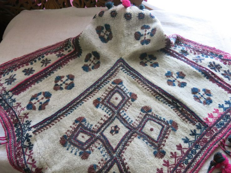 NORTH PAKISTAN - CHITRAL - HUNZA VALLEY tribal hand woven wool winter hat
