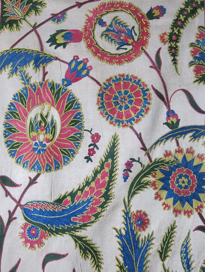 UZBEKISTAN FARGAN VALLEY hand embroidered silk Suzani table runner