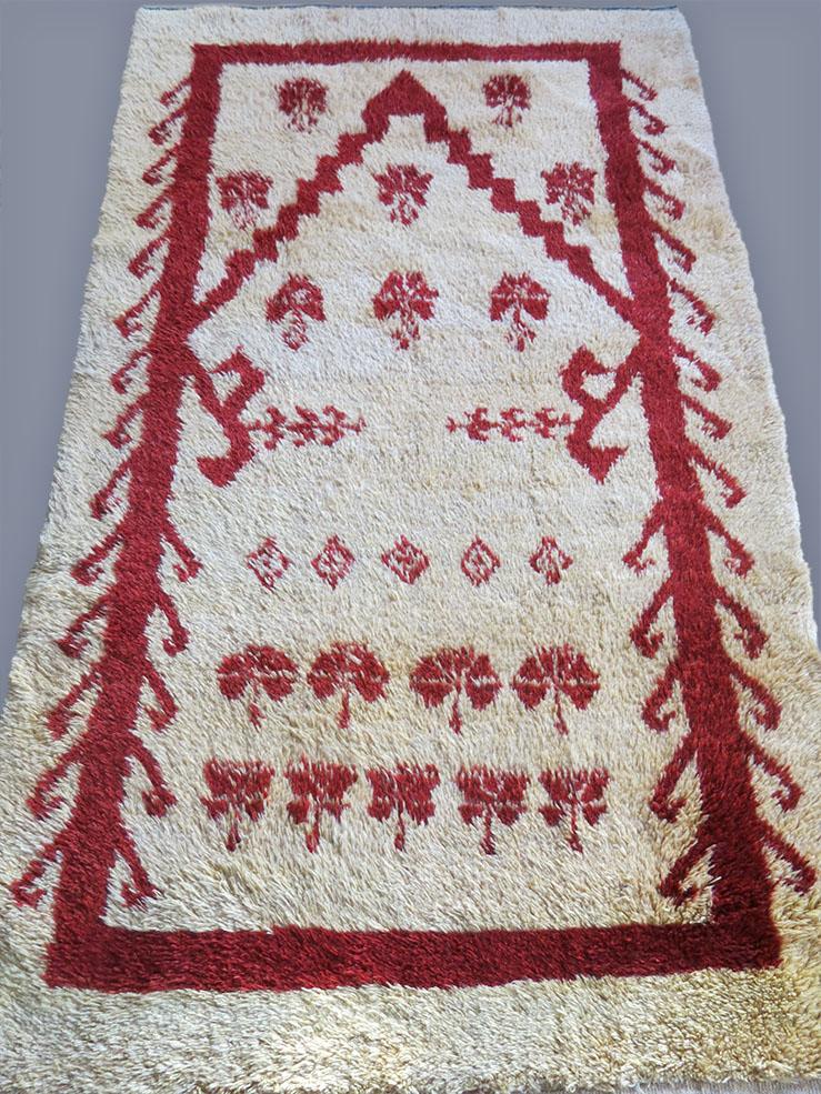CENTRAL ANATOLIAN KARAPINAR GABBEH type heavy pile rug