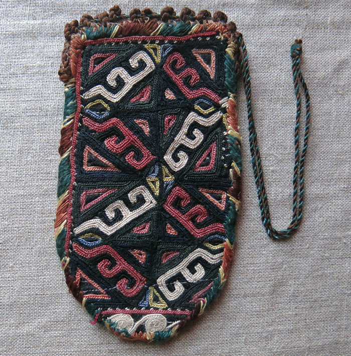 TURKMENSAHRA GOKLAN Turkmen silk embroidery pouch and armband
