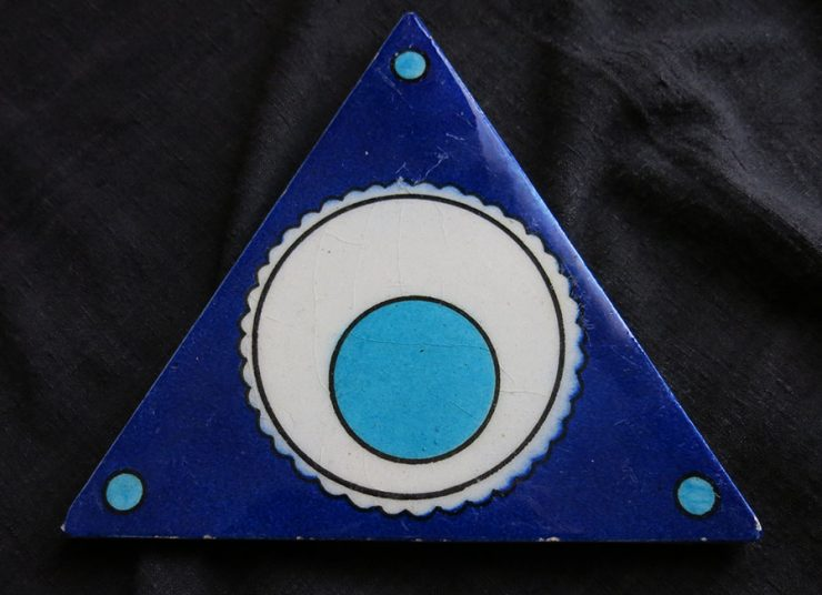 TURKEY ANATOLIAN – KUTAHYA triangle Cintamani design ceramic