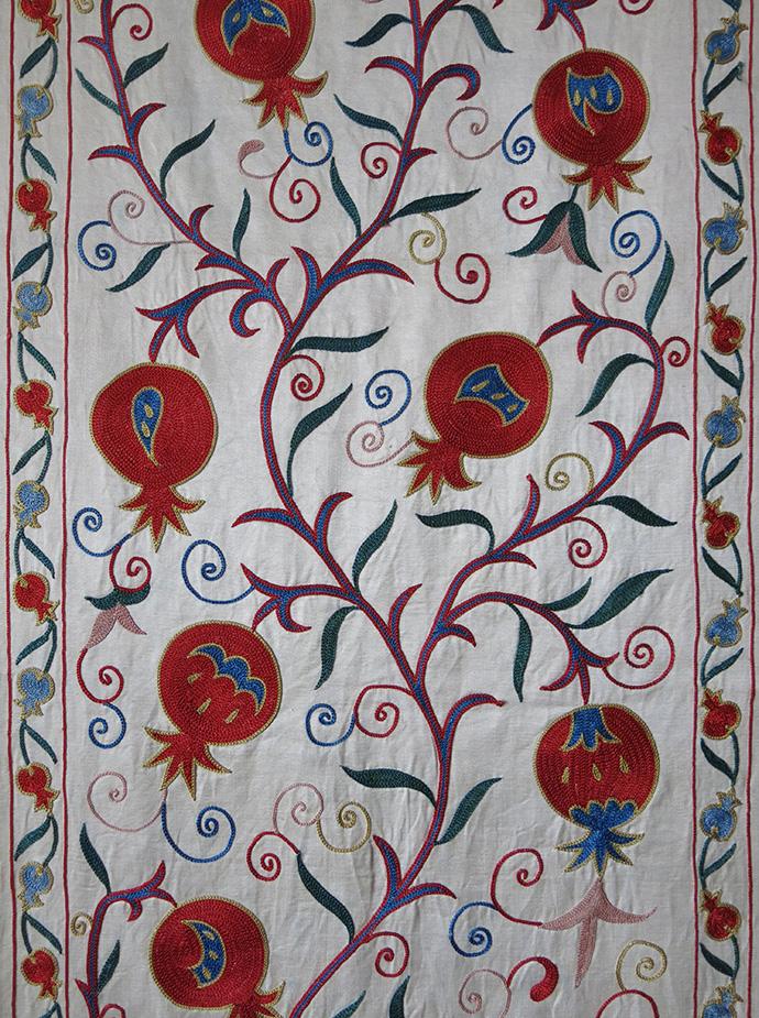 UZBEKISTAN – FARGANA VALLEY Silk fine embroidered Suzani runner