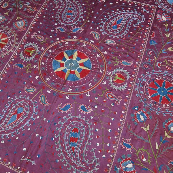 UZBEKISTAN FARGAN VALLEY – Silk embroidered Suzani